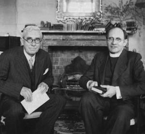 Carl Gunther Schweitzer (links) zusammen mit Rev. John R. Temple im englischen »Wistow Training Centre«, das Schweitzer zwischen 1943 und 1946 leitete.